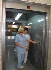 Болничен асансьор